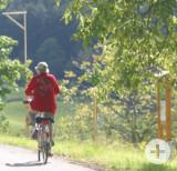 Dettingen_Kirschenweg_mit_Radfahrerin