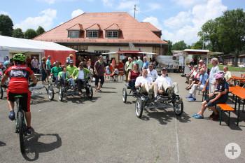 Testfahrt mit 4-Radpedelecs beim Auftakt Stadt-Land-Radeln beim albgut Radtag
