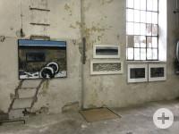 Dieses Bild zeigt Fenster und Kunstwerke