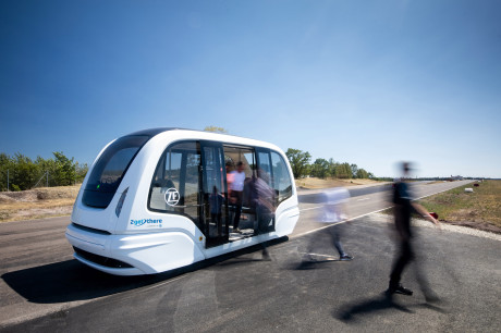Autonome Shuttles wie die des ZF-Unternehmens 2getthere werden künftig noch viel stärker den Verkehr entlasten. //Autonomous shuttles such as those of the ZF company 2getthere will relieve traffic even more in the future.